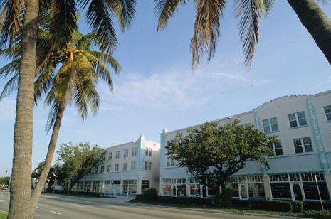 Deco Plaza